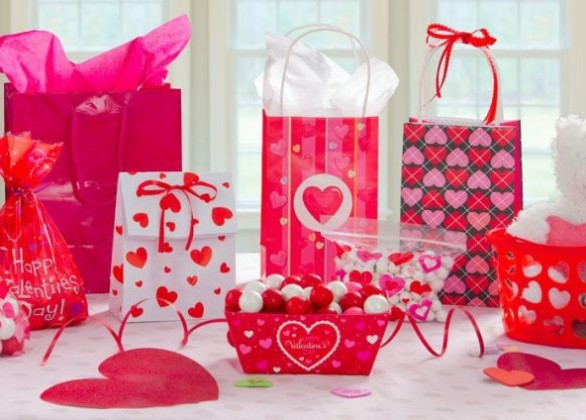 Express Your Eternal Feelings With A Twist Of Gorgeous Valentine's Day Gift Ideas For Him/Her